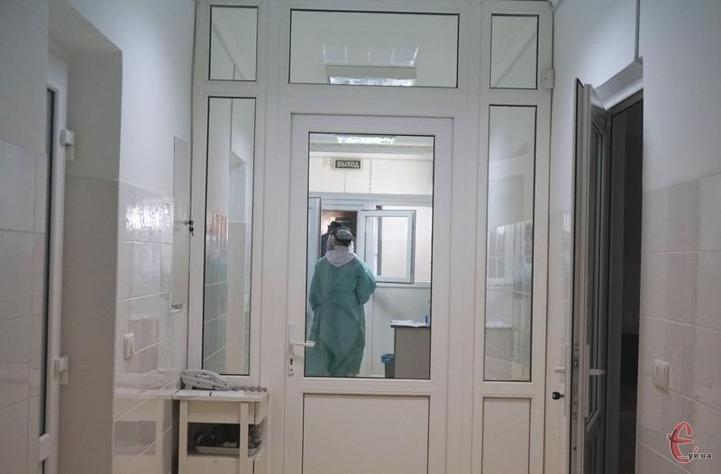 Першими щеплювали працівників Хмельницької міської лікарні