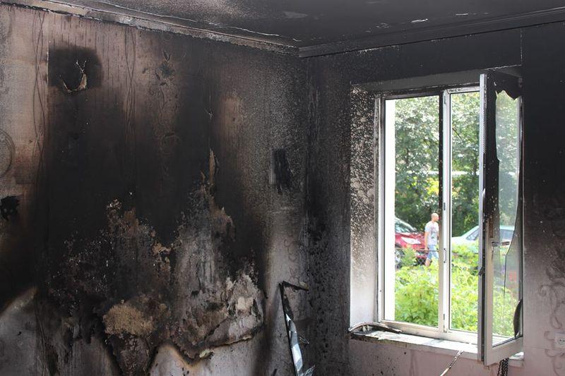 Рятувальники ліквідували пожежу у квартирі двоповерхового житлового будинку