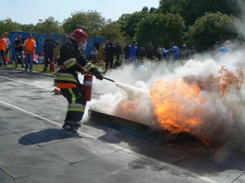 Одне із завдань - пожежна естафета