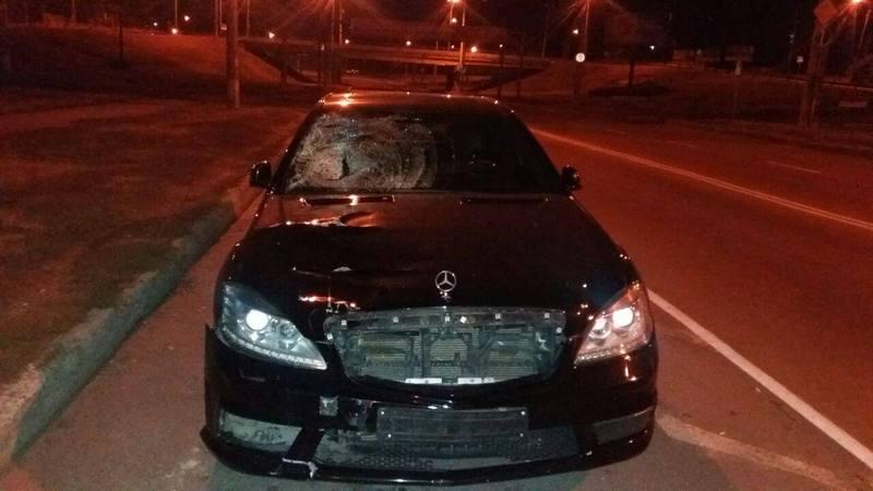 Авто збило 2 людей