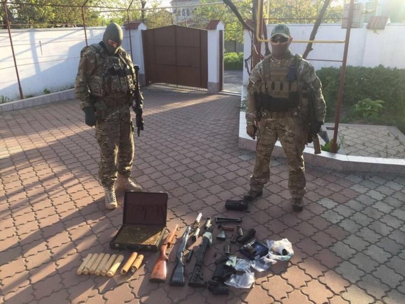 Оперативники знайшли цілий арсенал вкраденої зброї