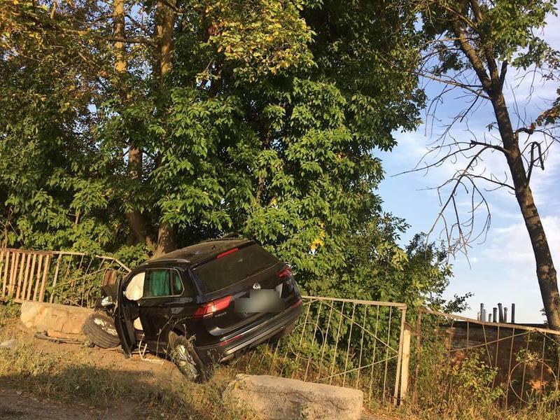 Автомобіль в'їхав у паркан