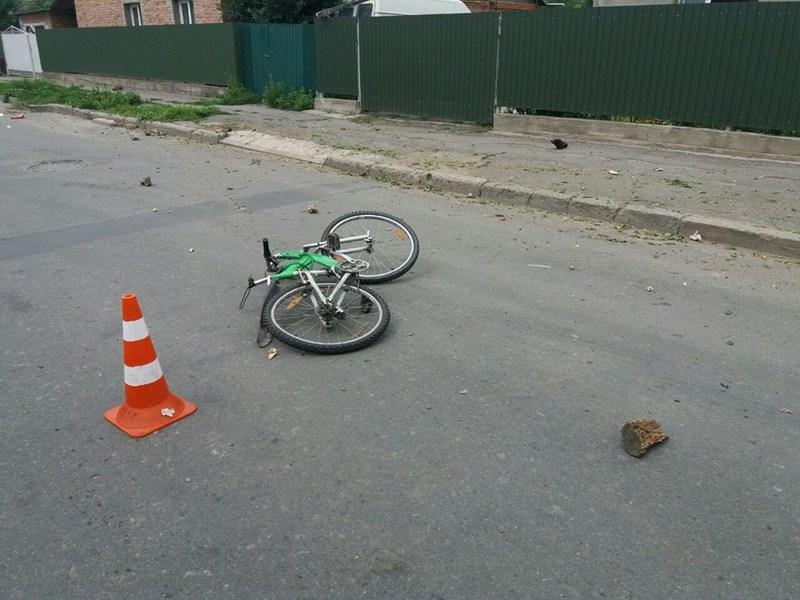 Автомобіль збив велосипедиста