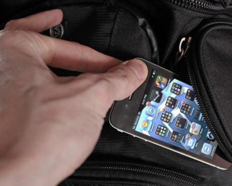 Для досвідчених крадіїв не важко витягнути з кишені жертви гаманець чи телефон