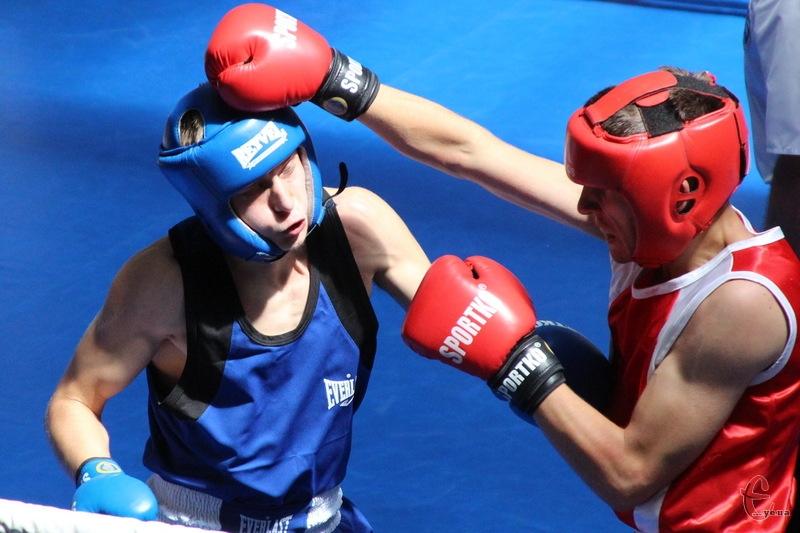 Деяким боксерам дещо не пощастило з жеребом,адже вони одразу потрапили на чемпіонів України
