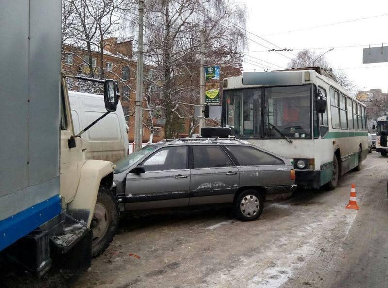 Транспортні засоби отримали механічні пошкодження, але ніхто не постраждав