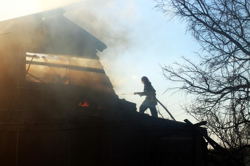 Гасили пожежу 12 рятувальників