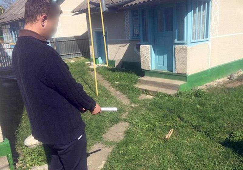 Чоловік побив пенсіонера і відібрав у нього 2,5 тисячі гривень.