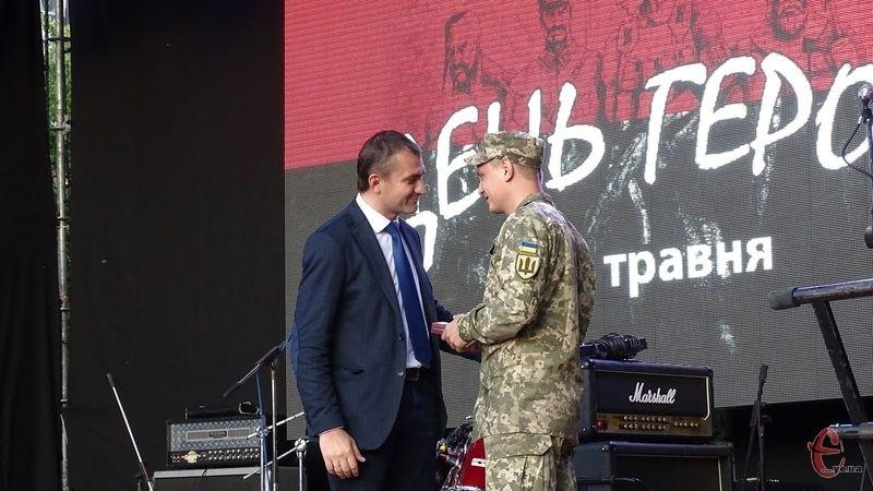 Ключі від нових помешкань вручав Олександр Симчишин на сцені