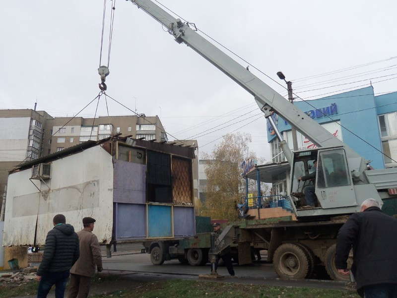 Тимчасові споруди без дозвільних документів планують демонтувати.