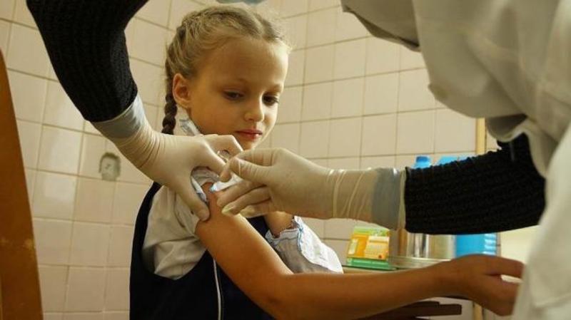 Медики кажуть, що вакцин вистачить як для дітей, так і для дорослих