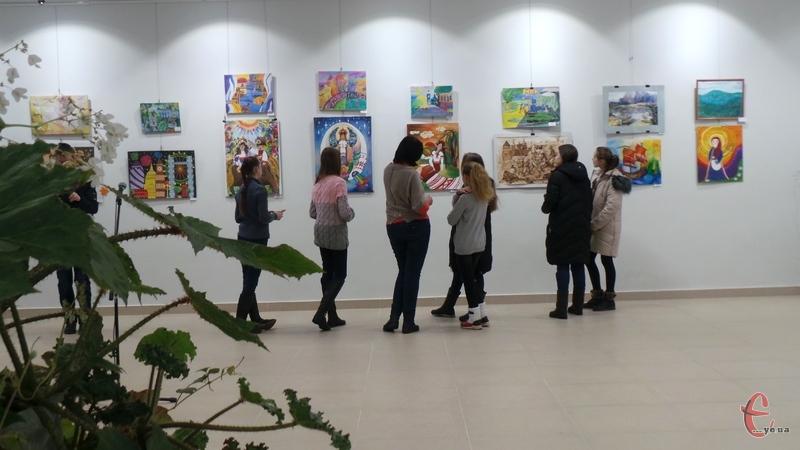 Діти різного віку взяли участь у благодійній виставці