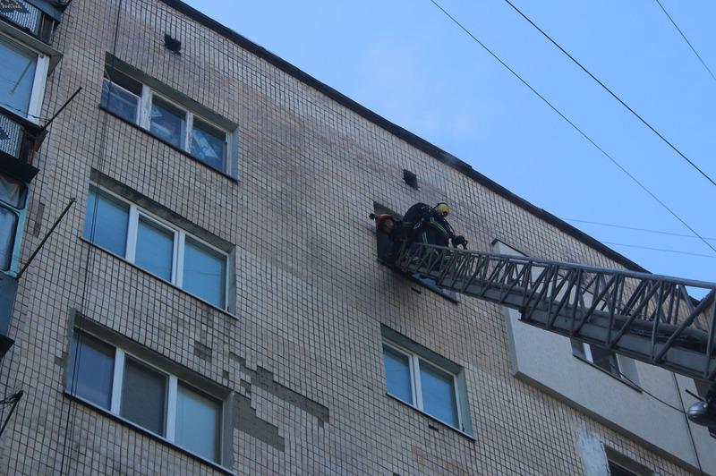 Квартира горіла на 9-му поверсі будинку