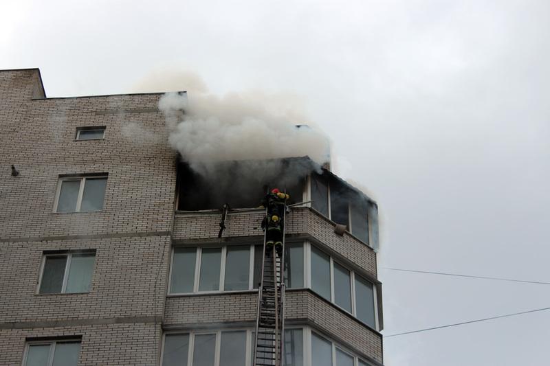 Багатоповерхівка горіла на вулиці Подільській