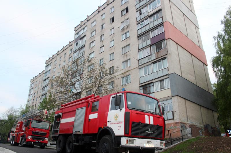 Хмельницькі вогнеборці ліквідували пожежу квартири, в якій загинула 84-річна жінка