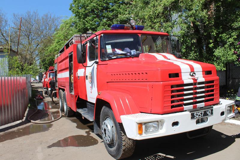 У ліквідації пожежі були задіяні 10 рятувальників та 2 одиниці пожежної та спеціальної техніки