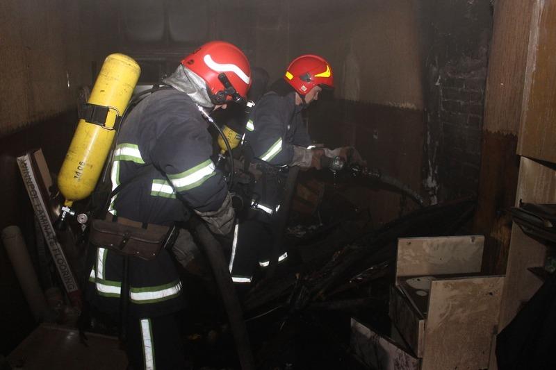 Через сильне задимлення пожежники працювали в складі ланок газодимозахисної служби