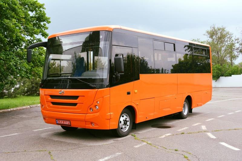 Водій пояснив, що не мав змоги самостійно вигнати «зайвих» пасажирів зі салону автобуса
