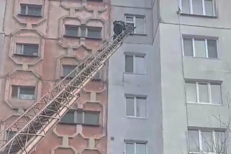 Рятувальники діставалися у приміщення по автодрабині