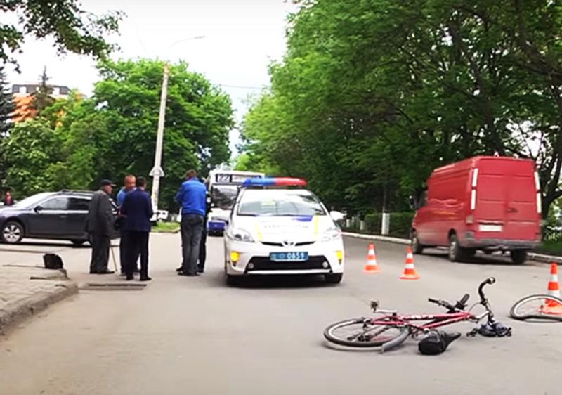 Невідомий чоловік їхав на велосипеді, непомітно прихопив сумку