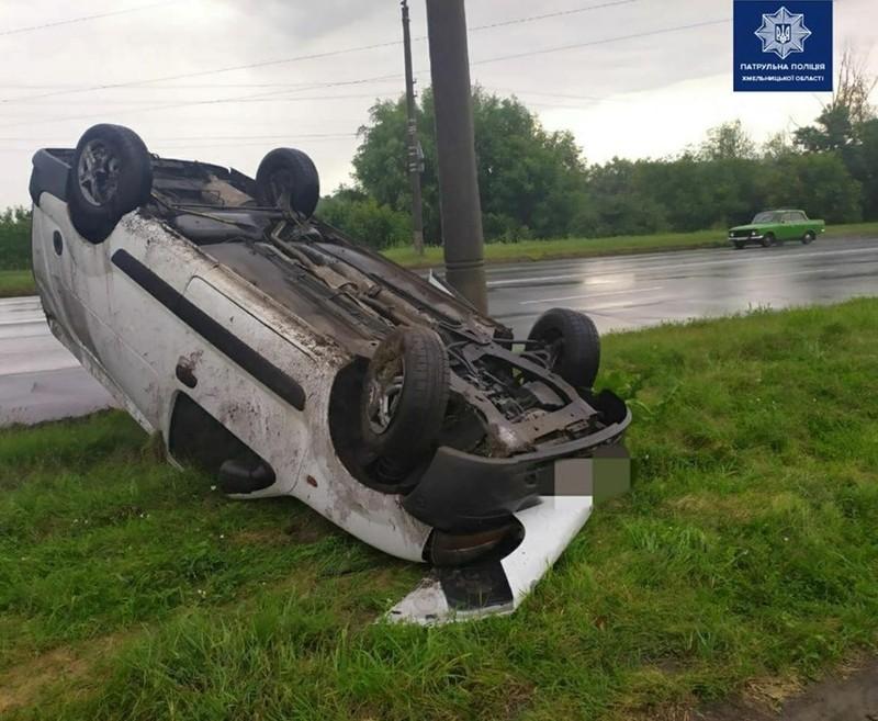 Автомобіль перевернувся внаслідок зіткнення