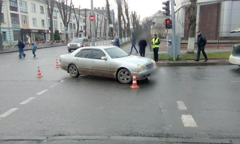 У Хмельницькому легковик збив пішохода.