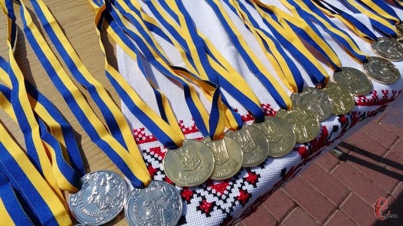 «Золоті» медалі отримають 90 випускників, «срібні» - 58. Фото: з архіву