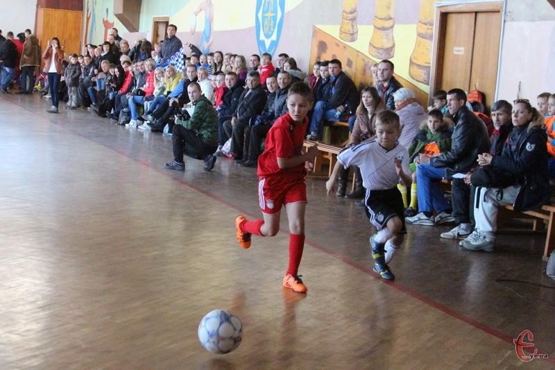 Ні на кожному дорослому турнірі в Хмельницькому можна побачити стільки глядачів, як на дитячому