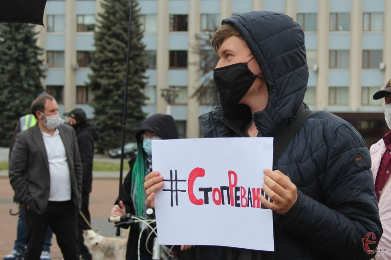 24 травня 2020 року в Хмельницькому на майдані Незалежності пройшла акція, учасники якого вимагали від Володимира Зеленського піти у відставку