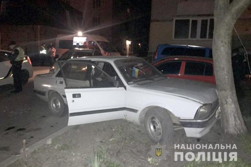 У Хмельницькому потерпілий допоміг поліцейським затримати молодика, який викрав у нього автомобіль