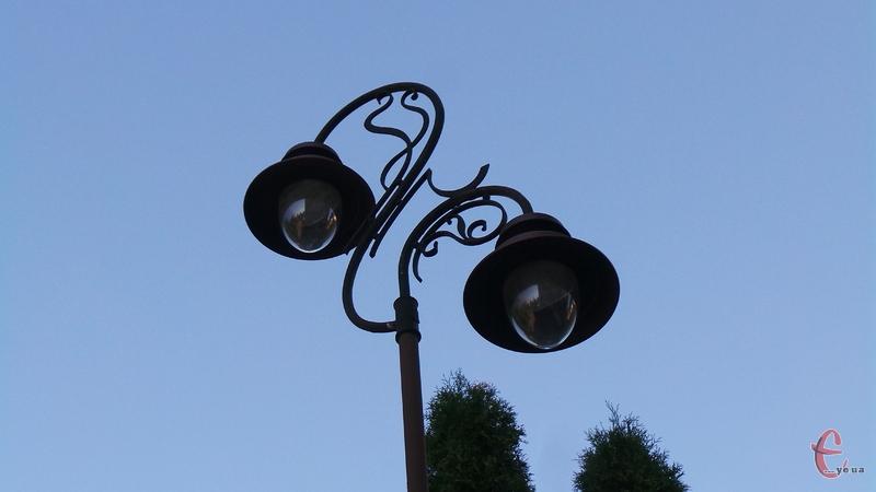 Мають замінити низько-ефективні лампи розжарювання на енергоефективні світлодіодні лампи