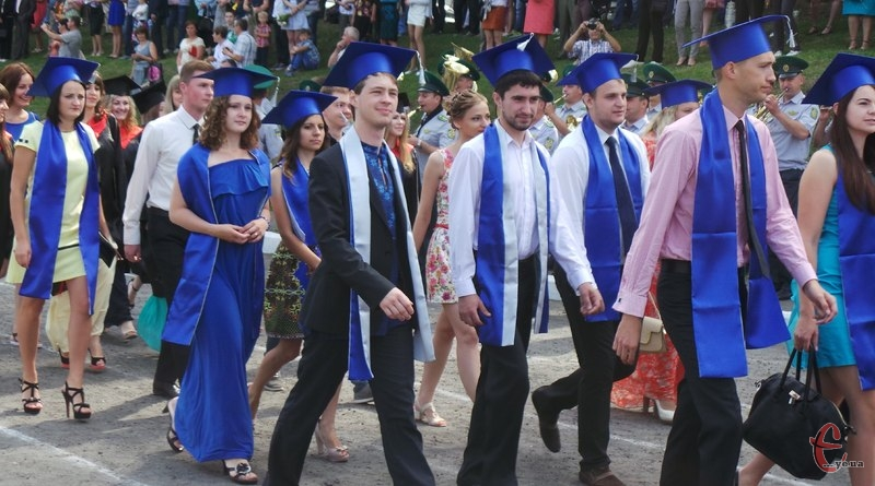 У Хмельницькому національному університеті випустили майже дві тисячі студентів