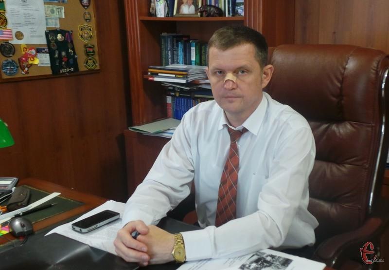 Хмельницького адвоката Андрія Сітнікова побили двоє невідомих у під'їзді його ж будинку близько 20 години 13 квітня.