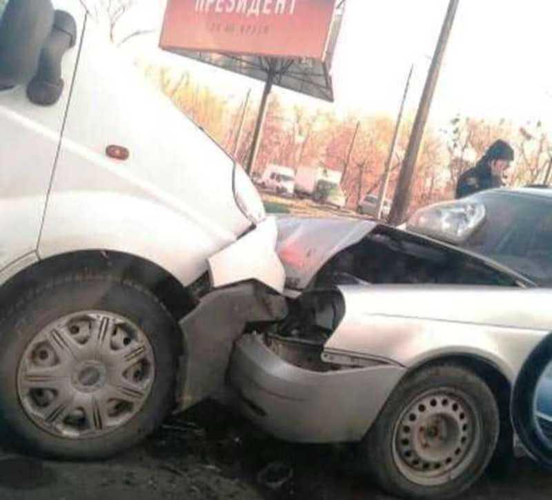 Аварія сталася на перехресті вулиць Старокостянтинівського шосе – Прибузька