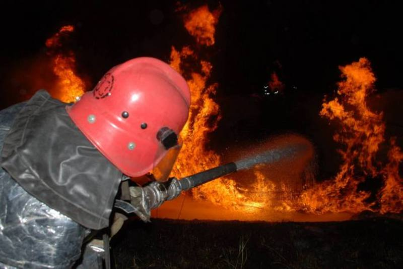 Вогнеборці рятували вночі фургон