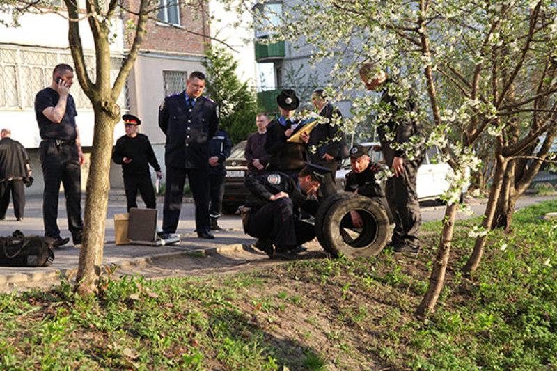 Вибуховий пристрій знайшли жителі будинку, які й викликали правоохоронців.
