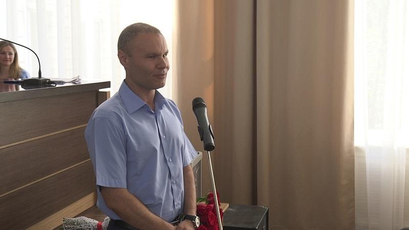 До обрання Сергій Болотін був слідчим суддею та обіймав посаду секретаря кримінальної палати апеляційного суду області