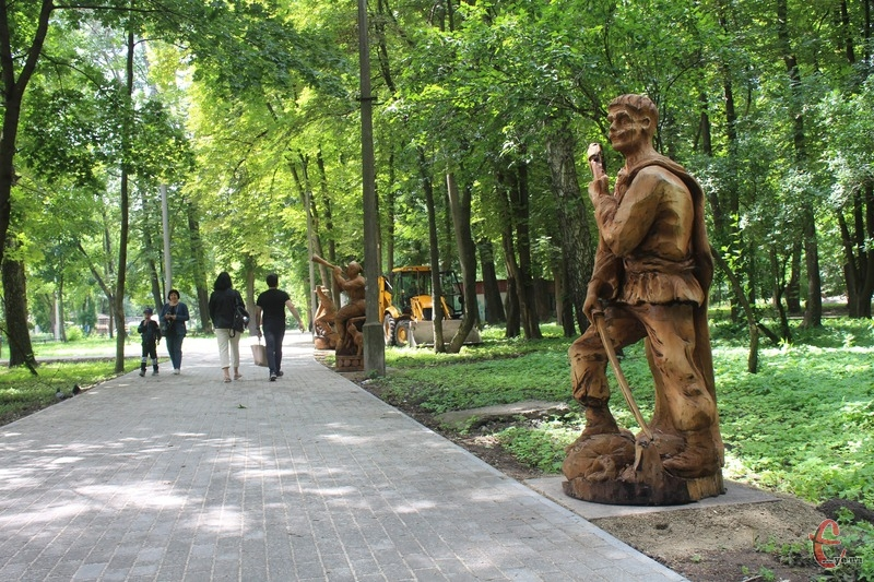 Дерев\'яні скульптури створили під час фестивалю «Respublica FEST»