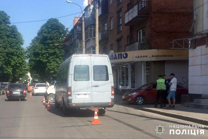 У результаті ДТП травми отримали двоє пасажирів маршрутки