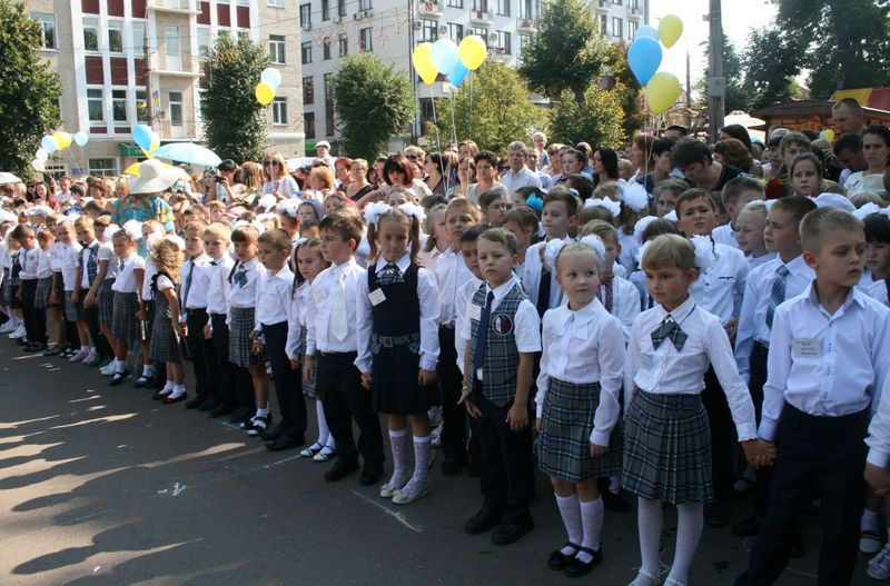 У Хмельницькому до школи цього року пішло 3850 першачків