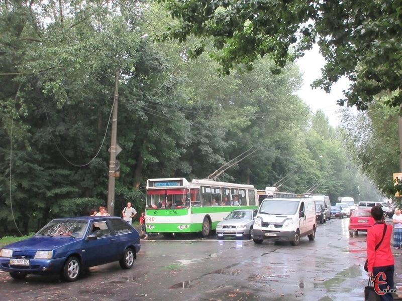 На вулиці Проскурівського підпілля утворився величезний затор
