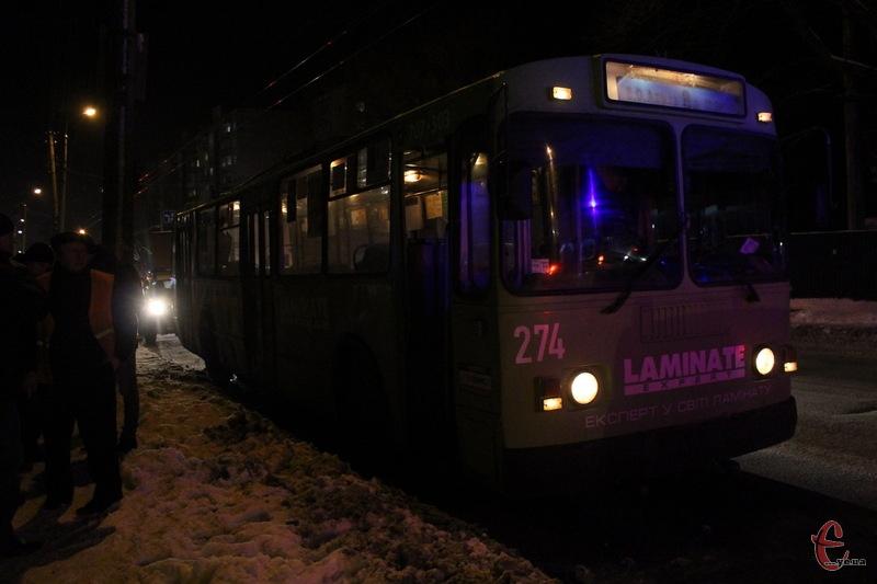 Якби тролейбус поїхав, то не виключено, що чоловік, який впав, міг загинути або отримати значні травми