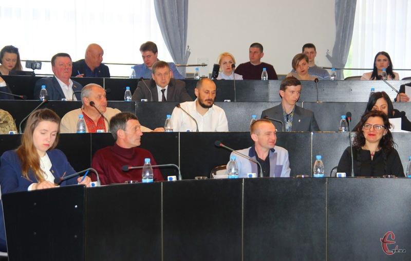 Хмельницька міська рада прийняла рішення про червоно-чорні прапори