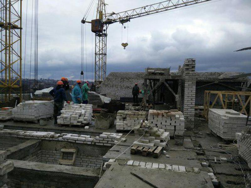 Штраф наклали на підприємство, яке здійснює будівництво багатоквартирних житлових будинків