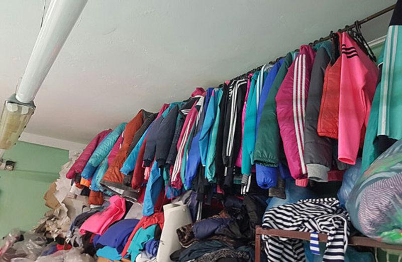 Поліцейські вилучили майже півтори тисячі одиниць одягу з логотипами відомих світових брендів