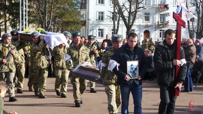 Поховали бійця на Алеї Слави
