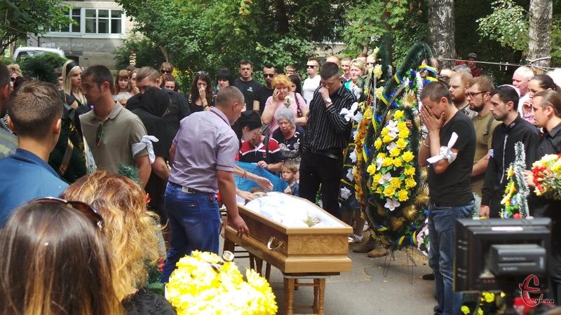 У Хмельницькому поховали волонтера