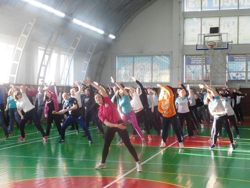 «Моє місто щодня нове!», «Моє місто щодня спортивне!», «Ми за Україну без наркотиків!» - такі гасла лунали під час акції