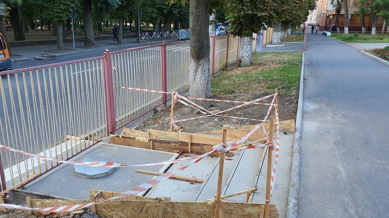 У Хмельницькому сьогодні з'являться ще три підземні сміттєві баки