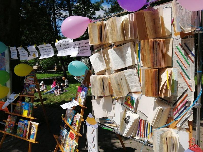 Чергова Жива бібліотека пройшла в парку Франка. Цього разу від СЗОШ №22